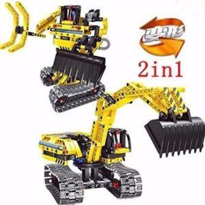 Excavadora y robot de juguete