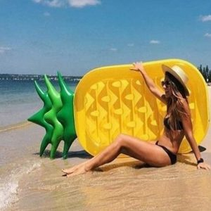Flotador gigante para piscina de piña