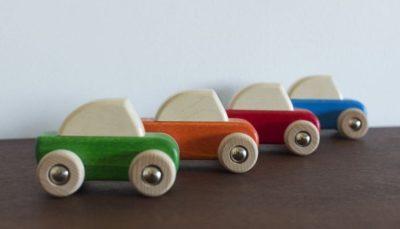 Coches de madera para niños