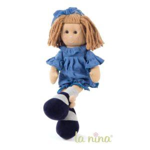 Muñeca de trapo con vestido azul
