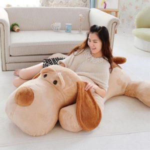 Peluche gigante de perro sabueso