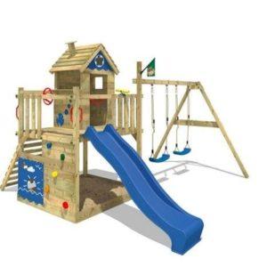 Torre de juegos con casita de madera